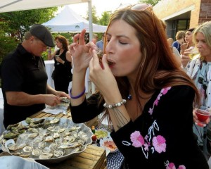 Raymi Lauren White eating oysters at Toronto event
